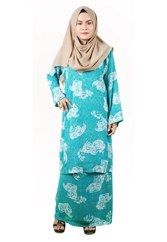 Baju Kurung Pesak from Delimamoda in Green and Blue