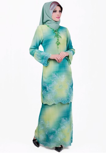 Baju Kurung With Contrast Color from ESPRIMA in Green