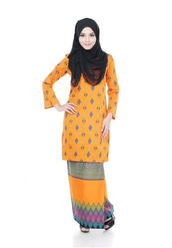 Kurung Modern Shila (orange) from Nur Shila in Orange