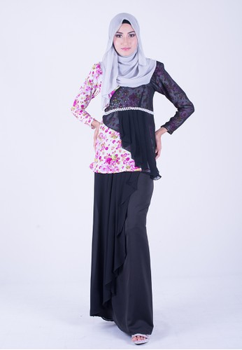 Exclusive Chantalily mini kurung from wandaraffa in Black and Multi