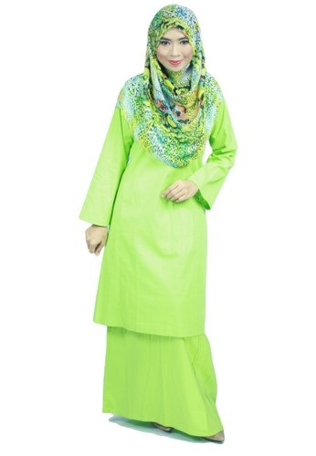 Baju Kurung Pahang Amina – Apple Green from anisse in Green